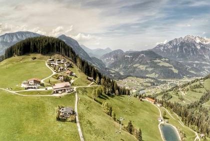 Attraktives Landhaus in wunderbarer Berg Lage