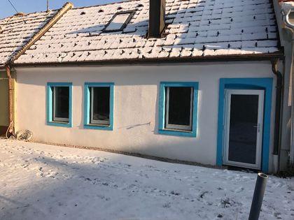 Wohnhaus mit Nebengebäude auf ca. 800 m² Grund