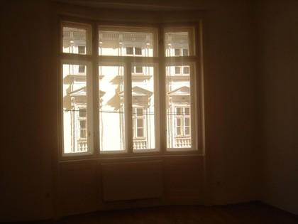 Mariahilferstr. nähe, WG. fähige, sanierte, elegante, helle, sonnige, Altbauwohnung mit 3 Zimmern und Wohnküche in sehr guten Umgebung,