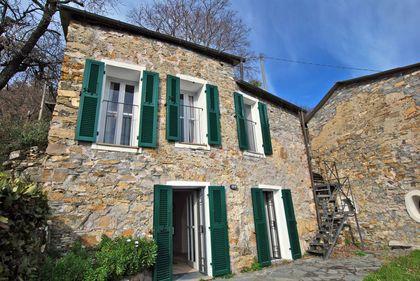 Häuser in 18013 Diano Arentino