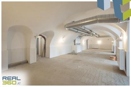 Tolle Geschäftsfläche mit optimaler Aufteilung und tollen Details ab sofort in Linzer Altstadt zu vermieten!