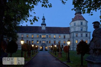 Prächtiges Renaissanceschloss mit traumhaftem Park in malerischer Landschaft